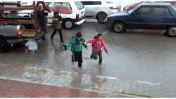 Mersin'de Sağanak Yağış Nedeniyle Okullar Tatil Edildi!